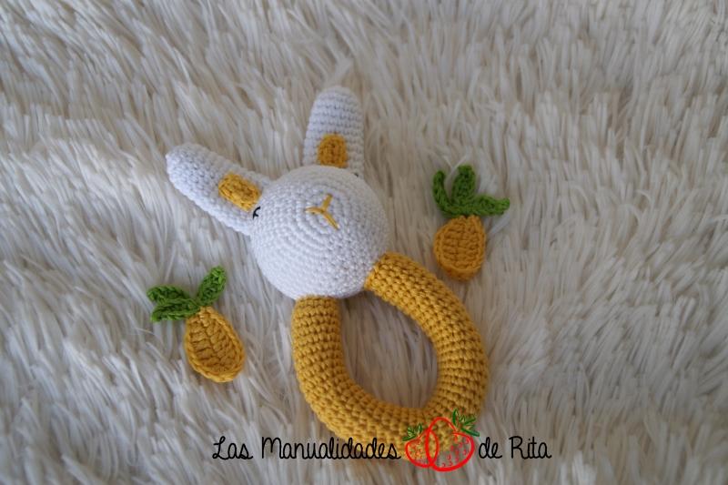 Sonajero conejito crochet